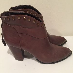 Real leather brown ankle boots 7